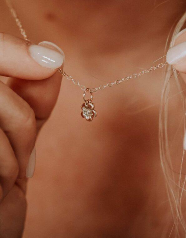bloom-golden-necklace-model