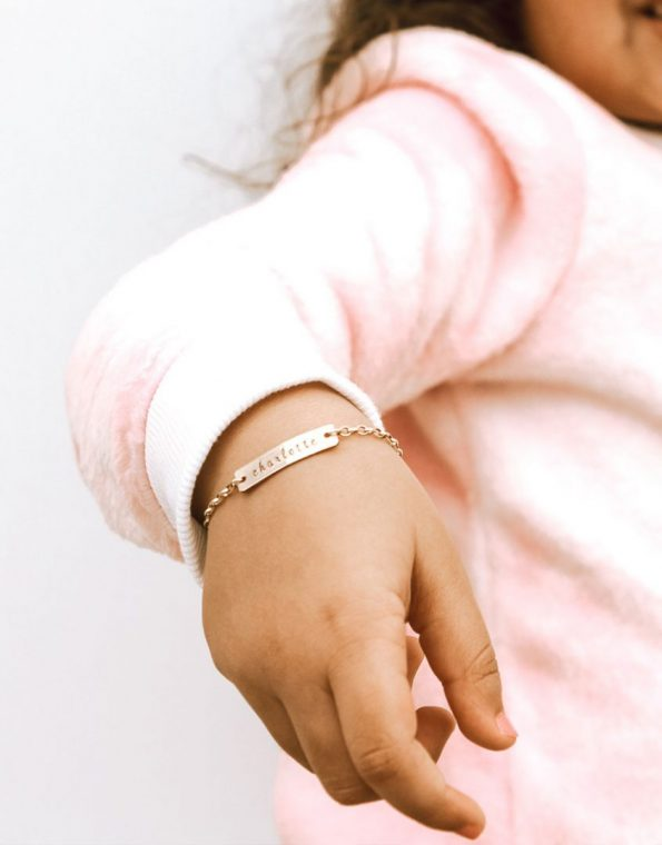 girls-dainty-name-bracelet-model