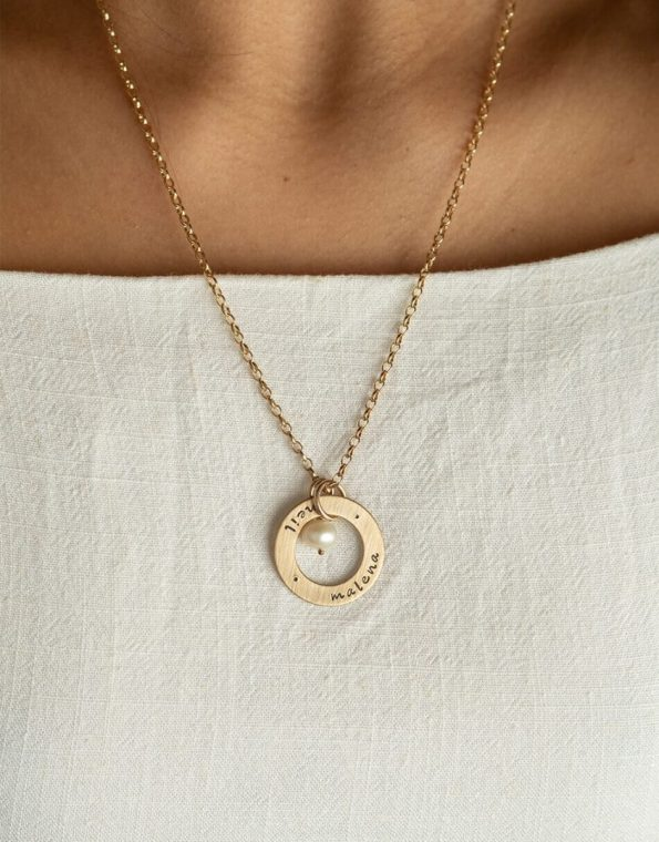 gold-eternity-circle-necklace-model