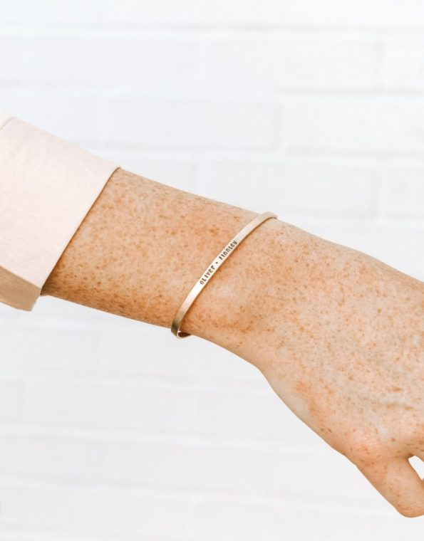 gold-skinny-message-cuff-model