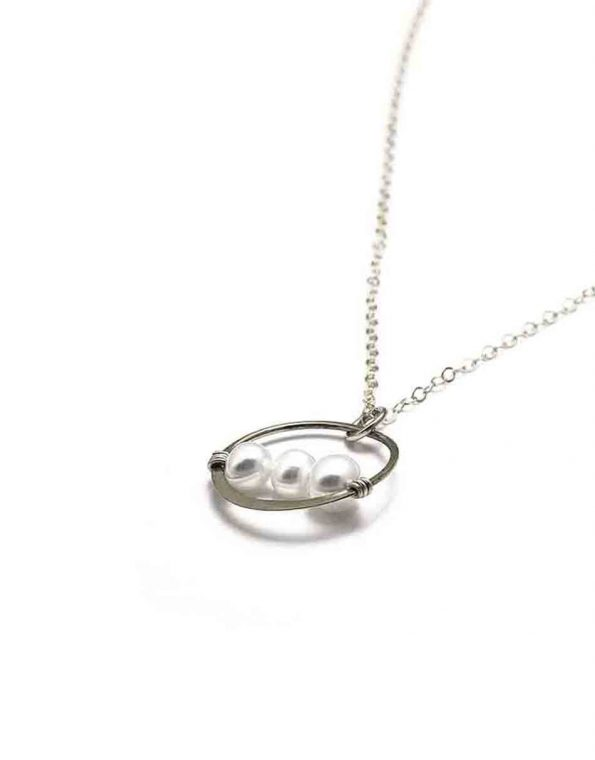 simple-elegance-pearl-necklace-2