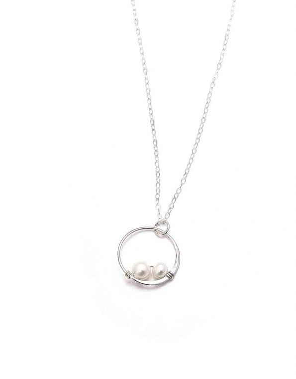 simple-elegance-pearl-necklace-3