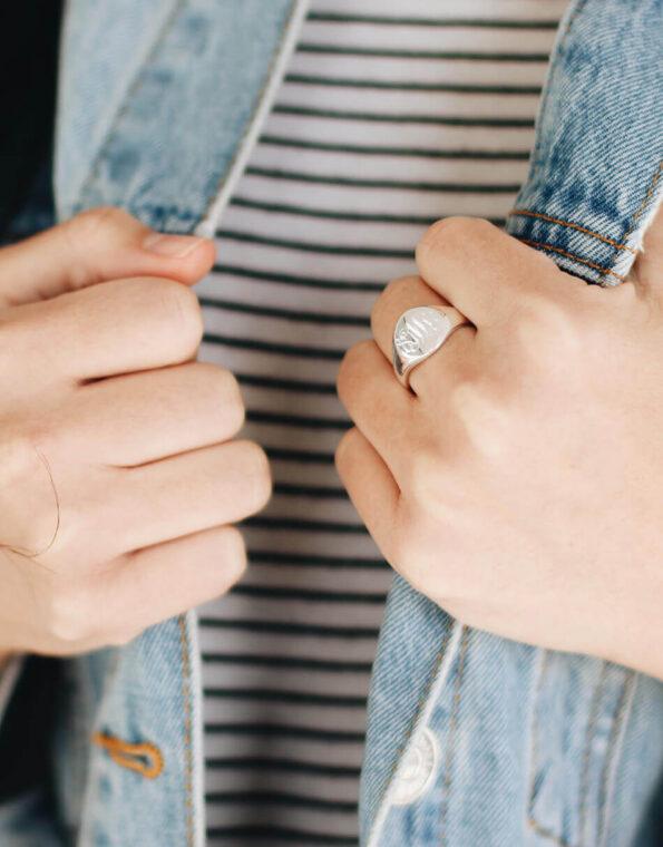 sterling-silver-oval-signet-ring-model