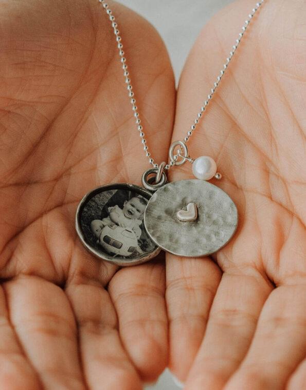 vintage-locket-necklace-model